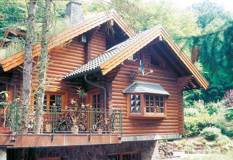 Ökohaus aus Rundstämmen